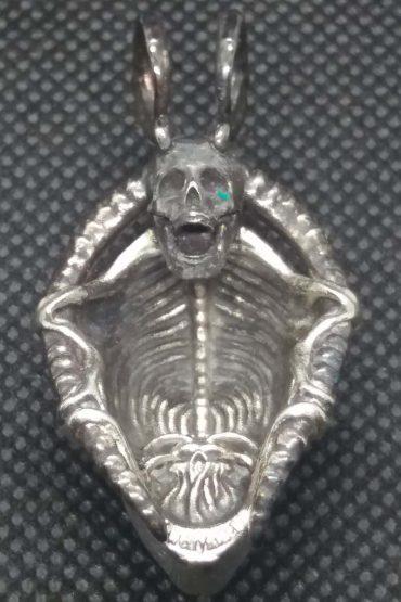 Screaming Alien Face pendant